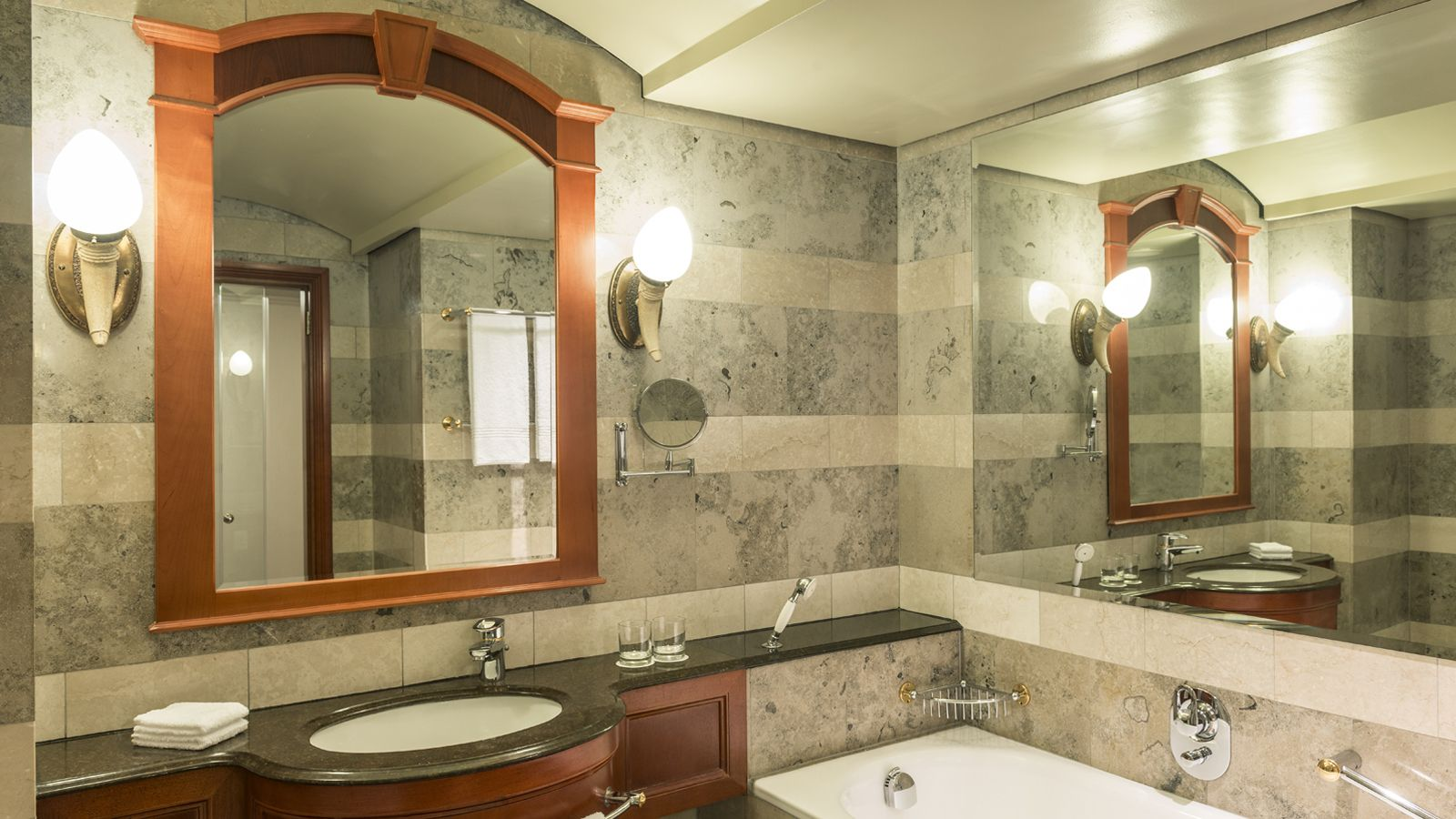Deluxe Room Bathroom interior